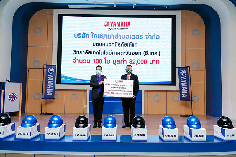 yamaha_donate-100-helmets-etech-college_001