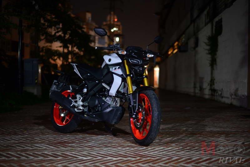 Yamaha-MT-15-Night-Life_01