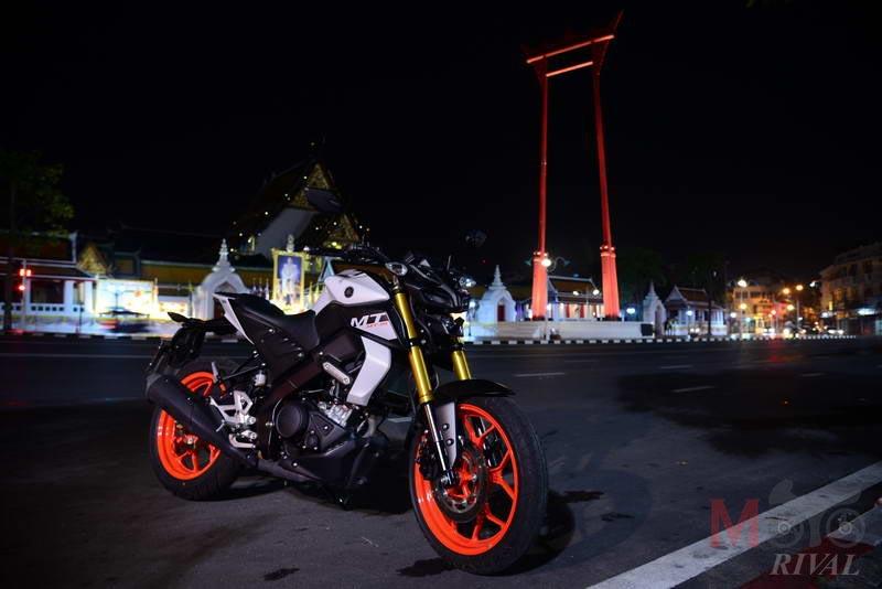Yamaha-MT-15-Night-Life_02