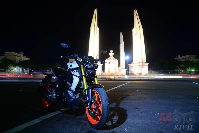 Yamaha-MT-15-Night-Life_03