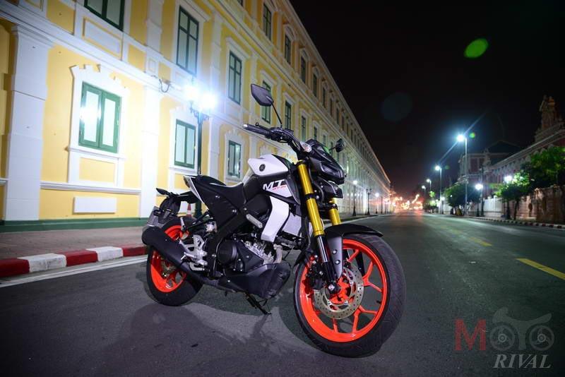 Yamaha-MT-15-Night-Life_06