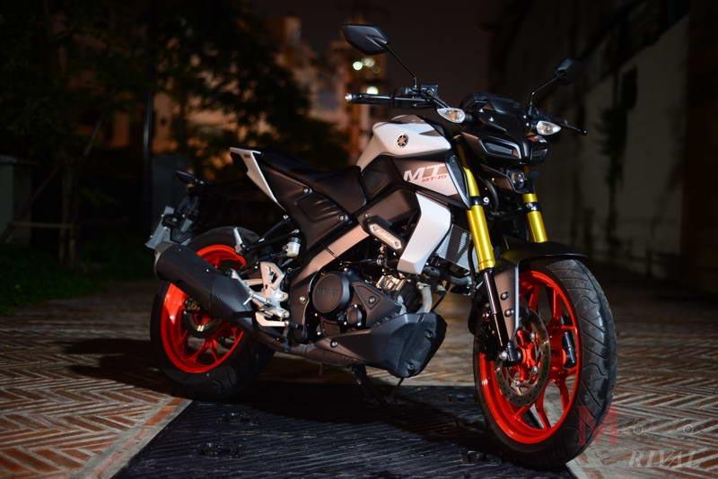 Yamaha-MT-15-Night-Life_12